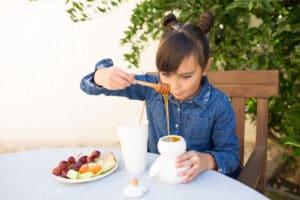 فوائد عسل مانوكا للأطفال